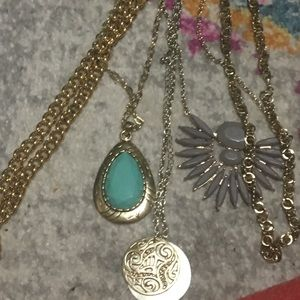 Jewelry - Gold necklace bundle